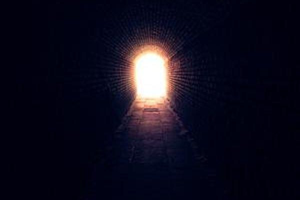 Analytici už vidia svetlo na konci tunela. Kríza by mala vyvrcholiť tento rok a na budúci má prísť úľava.