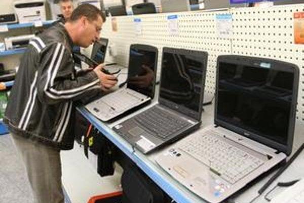 Zošrotovať môžete v niektorých predajniach aj svoj starý notebook a so zľavou si kúpiť nový.