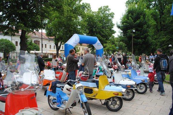 Obyvatelia Spišskej Novej Vsi sa mohli pokochať nezvyčajnou zbierkou historických motocyklov.