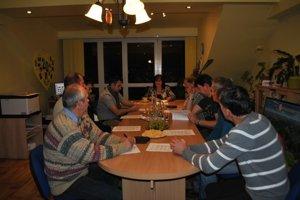 Prvé zasadanie. V Spišských Tomášovciach ako prví v regióne zasadali noví poslanci aj staronová starostka.