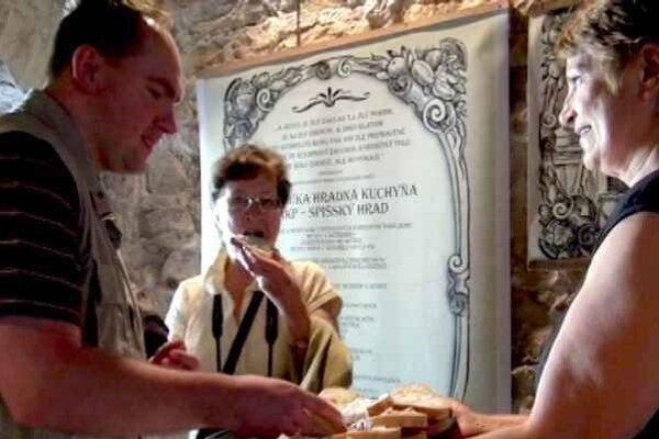 Jedlo, recepty, kuchyňa. To je to, čo návštevníkov hradu láka, okrem samotného zrúcaninového komplexu.