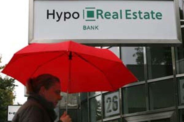 """Hypo Real Estate musela zachraňovať kancelárka Angela Merkelová. Úsilie sa jej """"vrátilo"""" ako bumerang."""