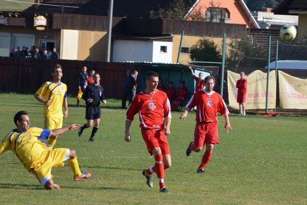 Jedna strela za tri body. Veľká gólových príležitostí diváci v derby Harichovce – Smižany nevideli. Hosťom stačila jedna vydarená strela.