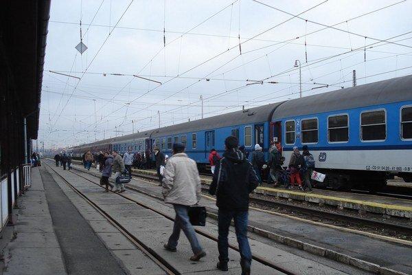 Osobná vlaková doprava padla podľa počtu vlakov na úroveň nákladnej dopravy