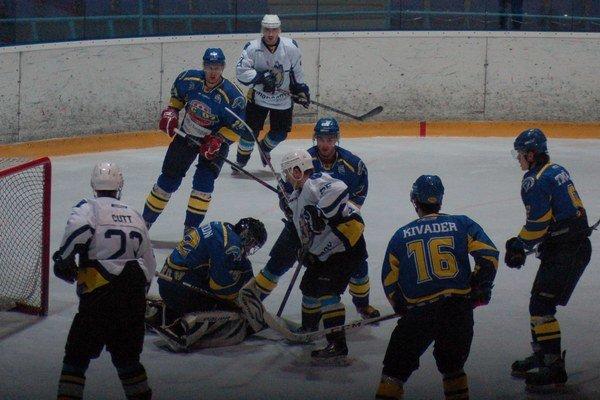 Šesťgólová nádielka. Derby s Prešovom domácim hokejistom veľmi nevyšlo. Až šesť inkasovaných gólov bolo priveľa.