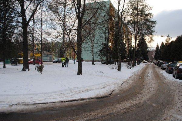 Ulice na sídliskách majú v porovnaní s centrom viac snehu.