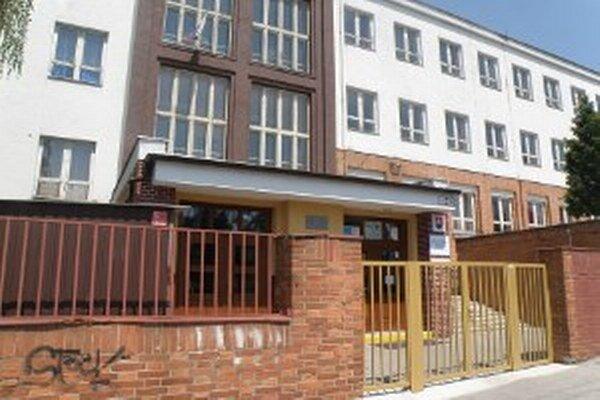 Škola na Mariánskej bude fungovať naďalej, čaká ju možno modernizácia.