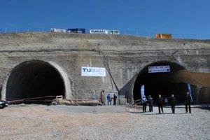 Tunel Šibenik. Pri jeho výstavbe zahynul strelmajster.