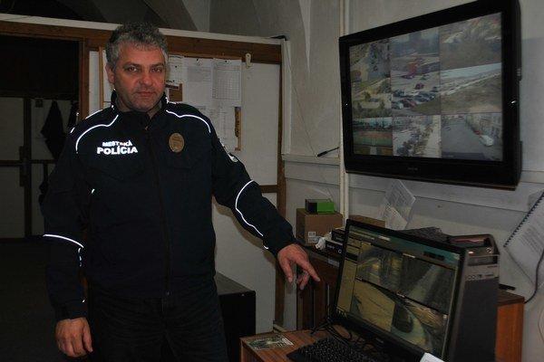 Nové kamery monitorujú rizikovú lokalitu Schiessplatz. Podľa náčelníka J. Nováka tu dochádza najmä ku výtržnostiam a vandalizmu.
