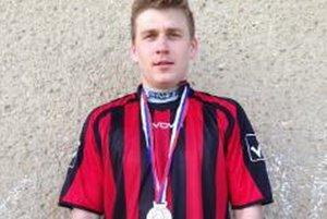 Peter Ordzovenský. Rodákom ukázal striebornú medailu a v nedeľu dvoma gólmi dopomohol k víťazstvu 3:0 nad Sp. Tomášovcami.