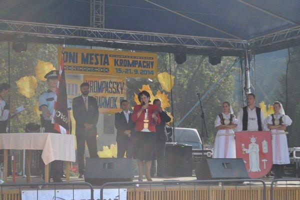 Otvorenie jamoku primátorkou mesta Ivetou Rušinovou (nez.) a hostí z družobných miest.