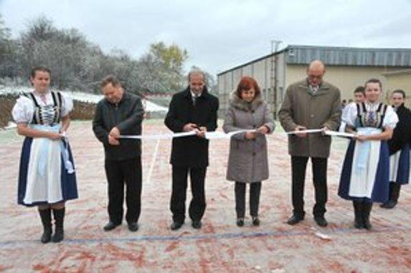 Slávnostné otvorenie. Za pár mesiacov postavili v Kluknave nové multifunkčné ihrisko.
