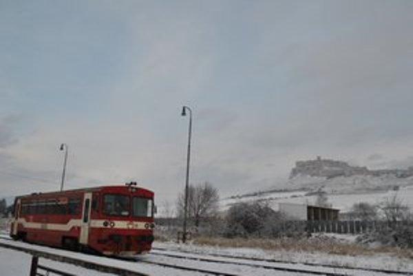 Motorový vlak na trati pod Spišským hradom už nebude premávať.