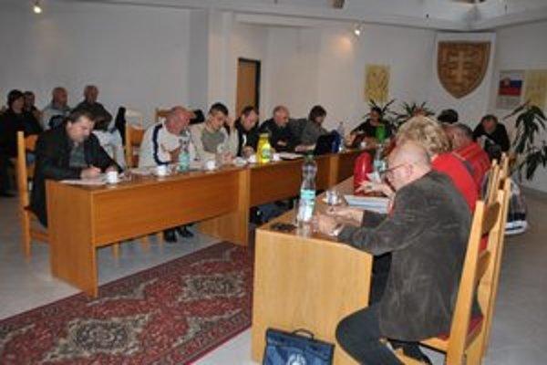 Rokovania poslancov. Obyvatelia obce môžu v priamom prenose sledovať dôležité rozhodovania v obci.