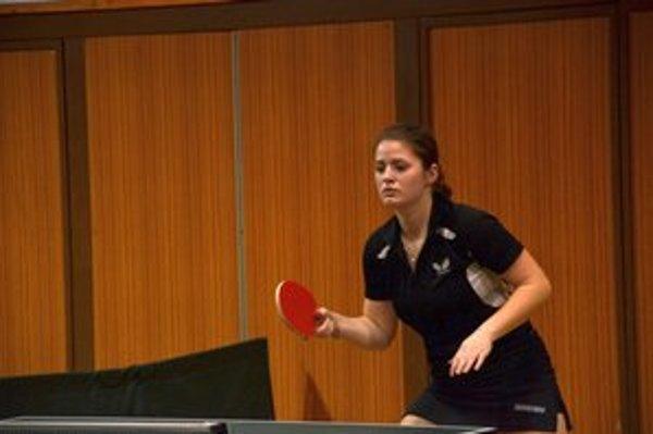 Bod na remízu. Zuzana Ogurčáková sa v zápase s Topoľčanmi B postarala o piaty bod.
