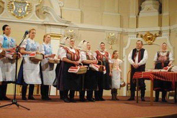 Folklórna skupina Brižečky. Vystúpenie potešilo nejedného diváka.