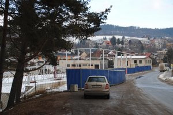 Zimný štadión. Je z neho torzo, Levočania sú bez štadióna.