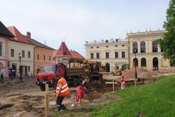 Námestie. V Levoči rekonštruujú časť centra mesta.