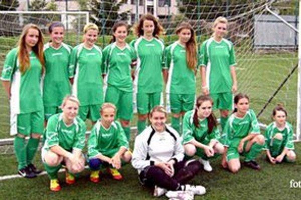 Žiačky FK Spišská Nová Ves. Po prvý raz mal klub v sezóne zaradené do súťaže družstvá žiačok a žien, ktorým súťažný ročník končí.