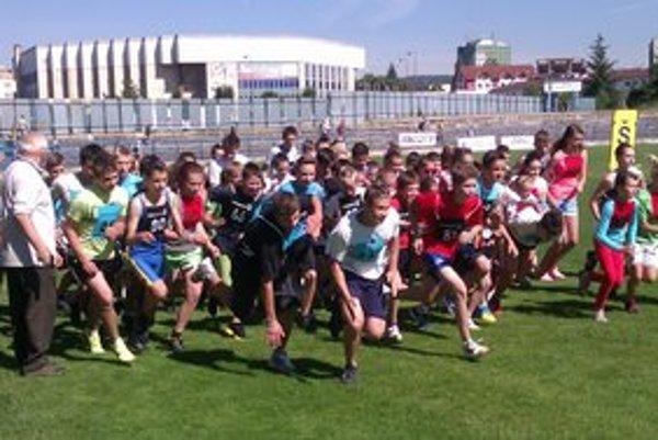 Ako prvý bol maratón. Celé podujatie už tradične otvárala prvá športová disciplína v detskom maratóne.