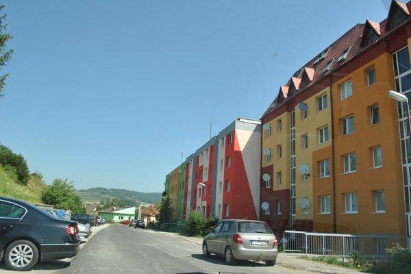 Bytovky na Štúrovej. Pre drahé teplo sa postupne odpájajú od mestských kotolní.
