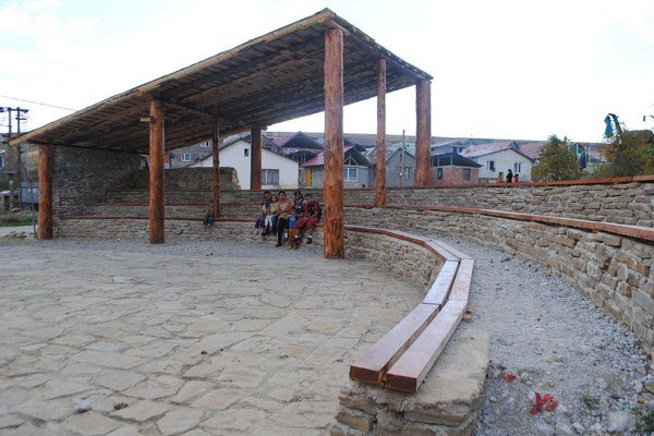 Novo postavený amfiteáter nazvali miestni Šefildské námestie.