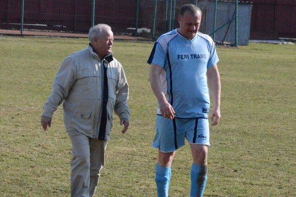 Po šiestich kolách skončil. Marián Blicha (vľavo) už nie je trénerom Harichoviec.