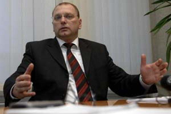 Minister dopravy Ľubomír Vážny sa bez zjavných dôvodov rozhodol žalobu na Úrad pre verejné obstarávanie stiahnuť.