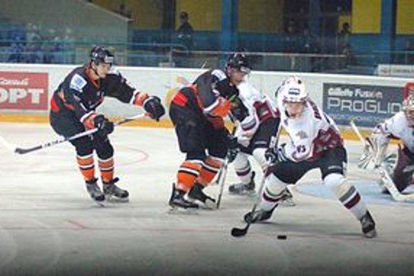 Dal gól. Pod víťazstvá Tatranských Vlkov sa podpísal gólom aj Martin Belluš (vľavo).