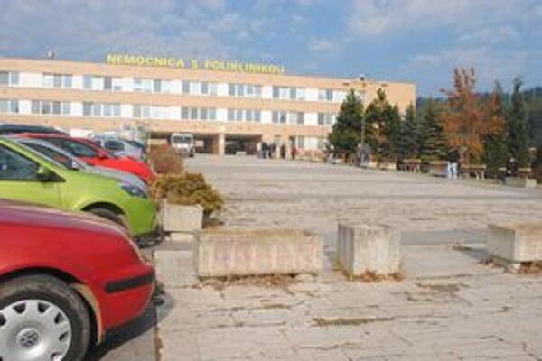 Spišskonovoveská nemocnica. Vo výpovednej lehote je pätnásť lekárov, o pacientov sa tu zatiaľ postarať vedia.