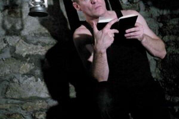 P. Čižmár ako Hamlet.