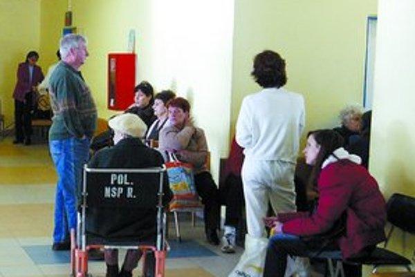Aby sa znížila návšteva pacientov v ambulanciách, Svetová banka nám odporúča, aby sme opäť zaviedli poplatky.