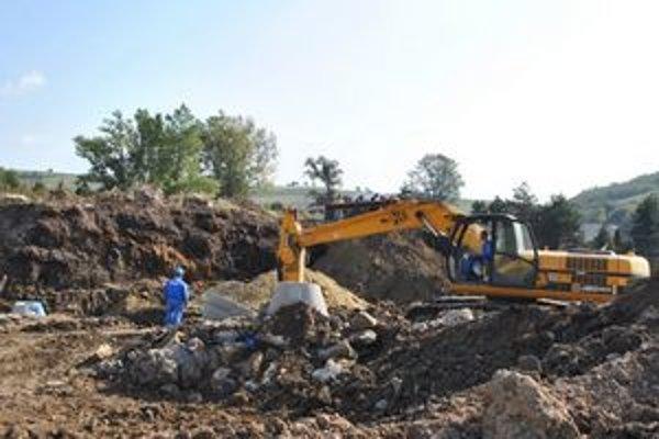 Podskala. Práce na budúcom priemyselnom parku odštartovali v lete 2011.