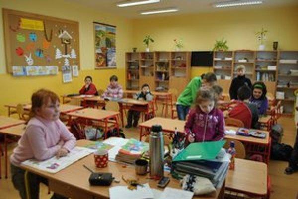 Pribudli žiakom prvého stupňa, vrátane toaliet i nových šatní.
