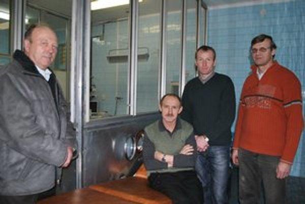 Kolegovia z kapely. M. Zajac (vľavo) prišiel aj s hudobníkmi.