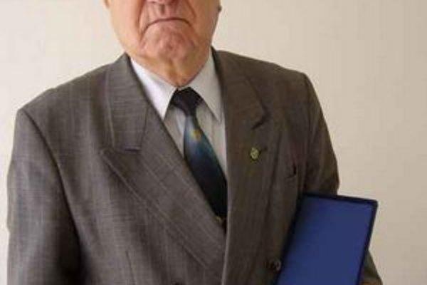Ocenený Ján Dulaj.