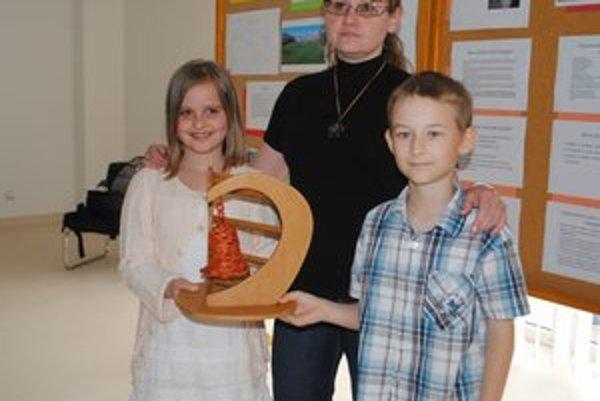 Zdravé svetlo pre naše deti. Ocenenie za projekt získala ZŠ na Levočskej ulici v podaní žiakov Emy Jezerčákovej, Michala Buzu a učiteľky Soni Ivančovej.