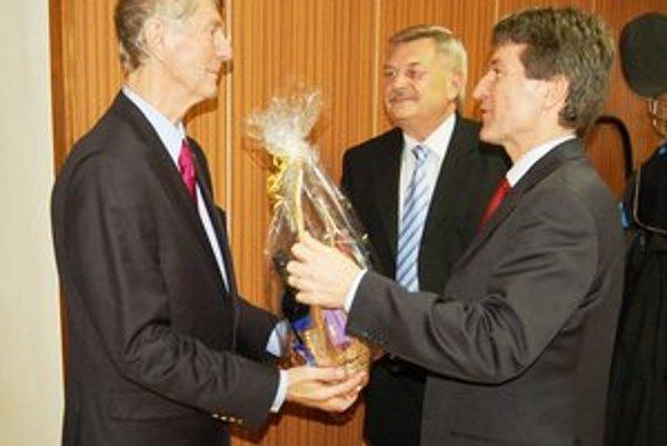 Posledné ocenenie. Štefan Brezovaj (vľavo) ocenený na Konferencii SOFZ.