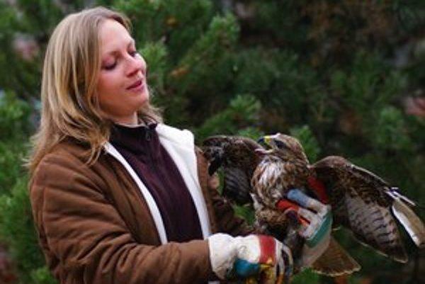 Andrea. Vyštudovaná veterinárka má na starosti hendikepované zvieratá.