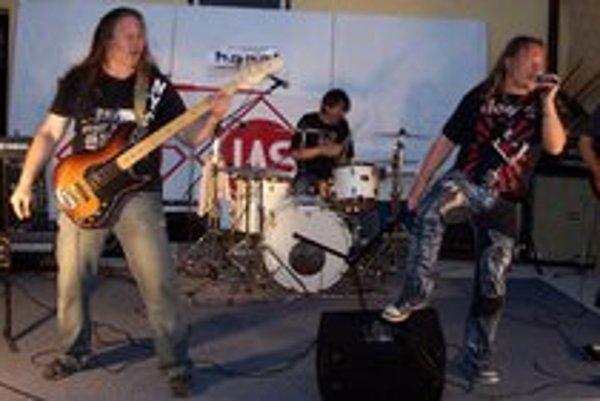 Vystúpenie na Hell Gulash Party v Spišskej Novej Vsi. Zľava Paľo Gembický, Paľo Čambal, Ervín Janikovský, Ivan Franko a Laco Brtáň.