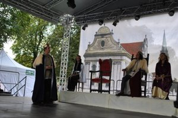 Rok 1412. Žigmund a Vladislav II. podpisujú zmluvu na záloh 16 spišských miest vrátane dvoch hradov a ďalších 13 obcí.