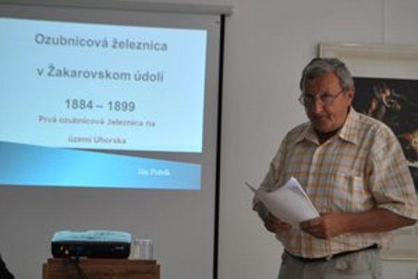 Nadšenec histórie a dopravy J. Petrík odhalil priekopníčku zubačiek.