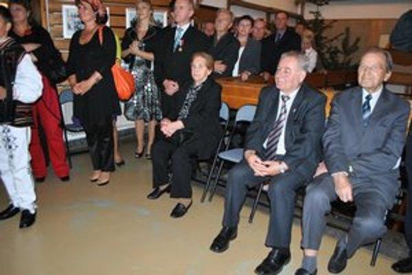Súrodenci. Na snímke celkom vpravo Jozef, sediaca celkom vľavo sestra Jána Nálepku.