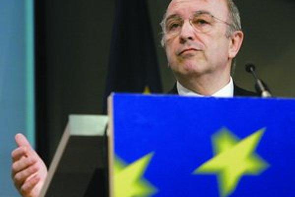 Eurokomisár pre ekonomické a menové záležitosti Joaquín Almunia (na snímke) minulý týždeň Slovensku odkázal, že vysoký ekonomický rast by malo využiť na výraznejšie zníženie deficitu, čo by malo tlmiť infláciu po zavedení eura.