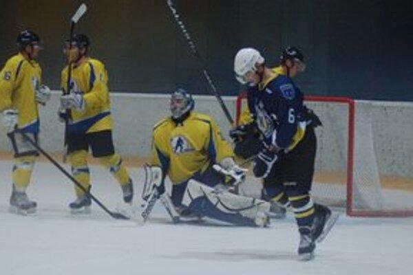 Potrápili sa. Aj keď Spišiaci nastrieľali Trebišovu sedem gólov, hostia stále doťahovali.