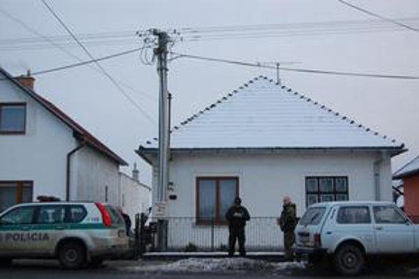 Miesto nálezu. Za týmto domom na Tatranskej ulici našli včera muníciu.
