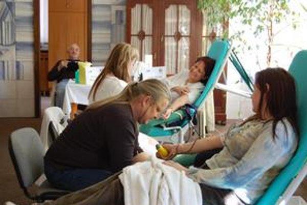 Darcovia krv mohli darovať do 11. hodiny. Dobrovoľníkov prišlo viac ako 50.