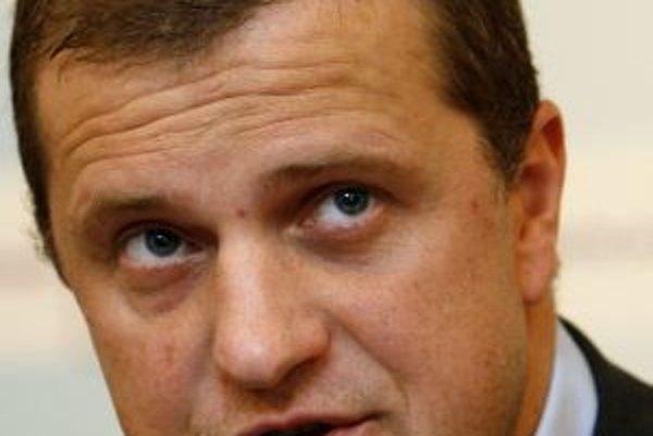 Branislav Bríza bol dnes spolu s ostatnými členmi Slovenského pozemkového fondu odvolaný.