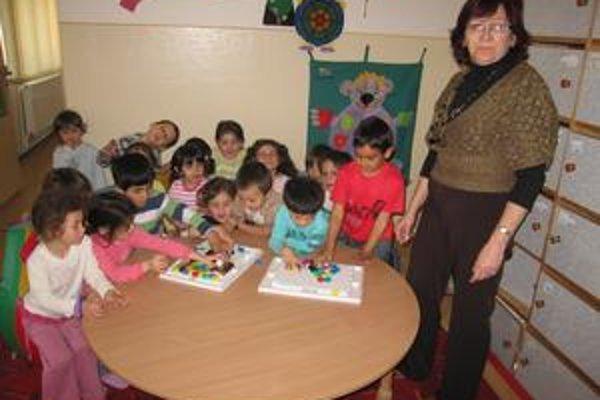 Materská škola. Navštevuje ju 36 detí. Zriaďovateľ hľadá riešenie, aby bola zabezpečená bezproblémová dodávka plynu.