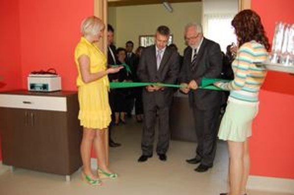 Nové priestory slávnostne otvoril Š. Kandráč a spišskonovoveský viceprimátor Miroslav Semeš.